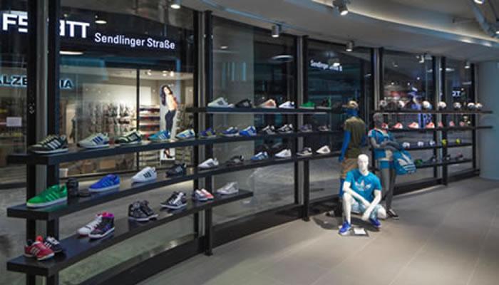 Adidas kauft zu und zahlt!