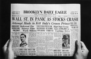 "Das Titelblatt des Brooklyn Daily Eagle vom 24. Oktober 1929 mit der Überschrift ""Wall St. in Panic as Stocks Crash"".(© by FPG/Hulton Archive/Getty Images)"