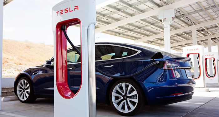 Tesla Ladesäule Auto